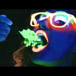 People Try Glow-In-The-Dark Foods